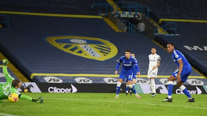 Soccer Football - Premier League - Leeds United v Everton - Elland Road, Leeds, Britain - February 3, 2021 Leeds United's Raphinha scores their first goal Pool via REUTERS/Michael Regan EDITORIAL USE ONLY. No use with unauthorized audio, video, data, fixture lists, club/league logos or 'live' services. Online in-match use limited to 75 images, no video emulation. No use in betting, games or single club /league/player publications.  Please contact your account representative for further details.