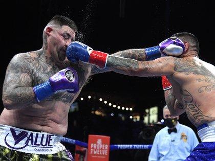 A pesar de la paridad, los últimos rounds fueron dominados por Andy Ruiz Jr. (Foto: AFP)