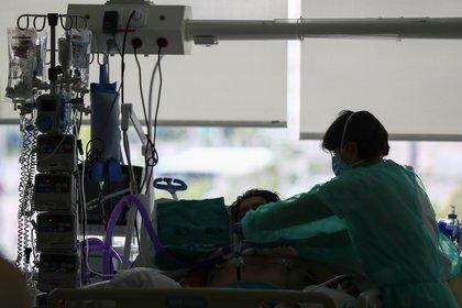"""""""Nadie debe morir en soledad por COVID-19: esto no puede volver a pasarnos nunca más"""" (Reuters)"""