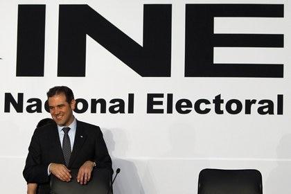 El presidente del Instituto Nacional Electoral (INE), Lorenzo Córdova, ha promovido el retiro de la contienda a dos gubernaturas a militantes de Morena (Foto: EFE / Sáshenka Gutiérrez)