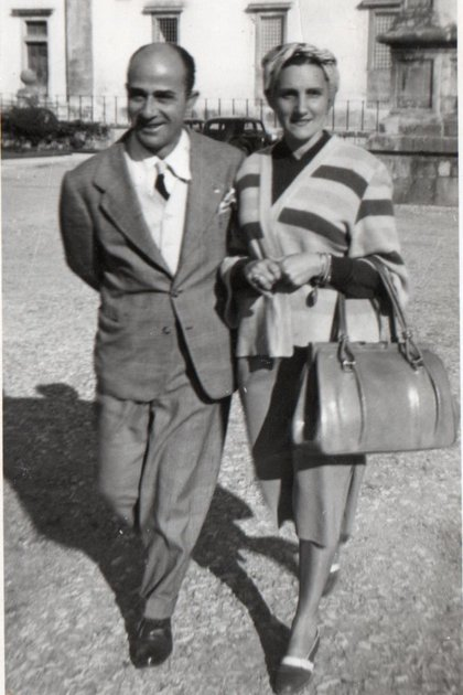 Biondi, sin peluquín, junto a su esposa María Teresa Moraca (gentileza Leonardo Mauricio Greco)