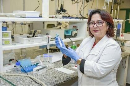 La doctora Eliana Martins Lima, directora del Programa de Postgrado en Ciencias Farmacéuticas de la Universidad Federal de Goias (UFG), quien lideró un equipo de científicos que desarrolló una partícula, producida a partir de la nanotecnología, capaz de salvar vidas al revertir los efectos por sobredosis de cocaína.Foto: (Secom UFG/ EFE)