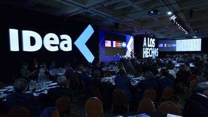 La clásica reunión anual en Mar del Plata fue sustituida por un estudio de televisión y miles de asistentes de modo remoto, propio del estado en cuarentena