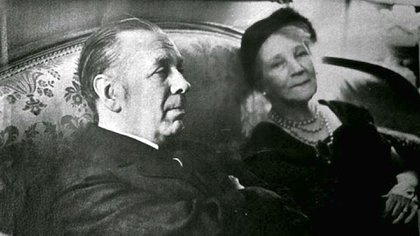 Jorge Luis Borges y su madre, Leonor Acevedo