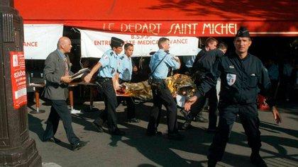 Imagen del atentado en Saint Michel de 1995 que dejó 8 muertos y más de cien heridos (AFP)