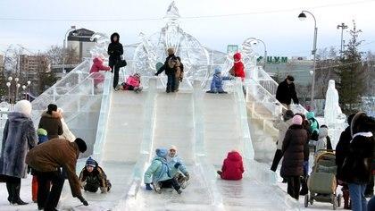 Las esculturas heladas de Tiumén adornan el Boulevard Tsvetnoi durante todo el invierno. (Flickr)