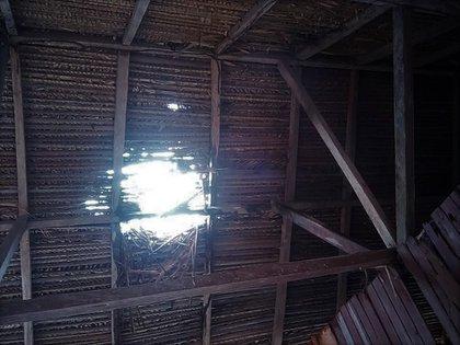 Así quedó el techo de una vivienda con el enfrentamiento
