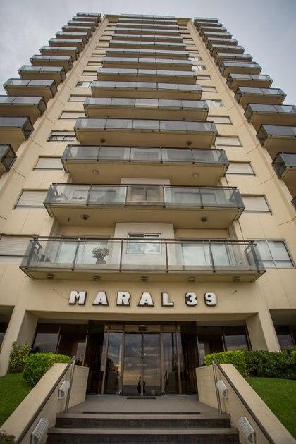 El edificio Maral 33: desde el balcón del piso 11 Olmedo se precipitó al vacío, perdiendo la vida (Foto: Christian Heit)