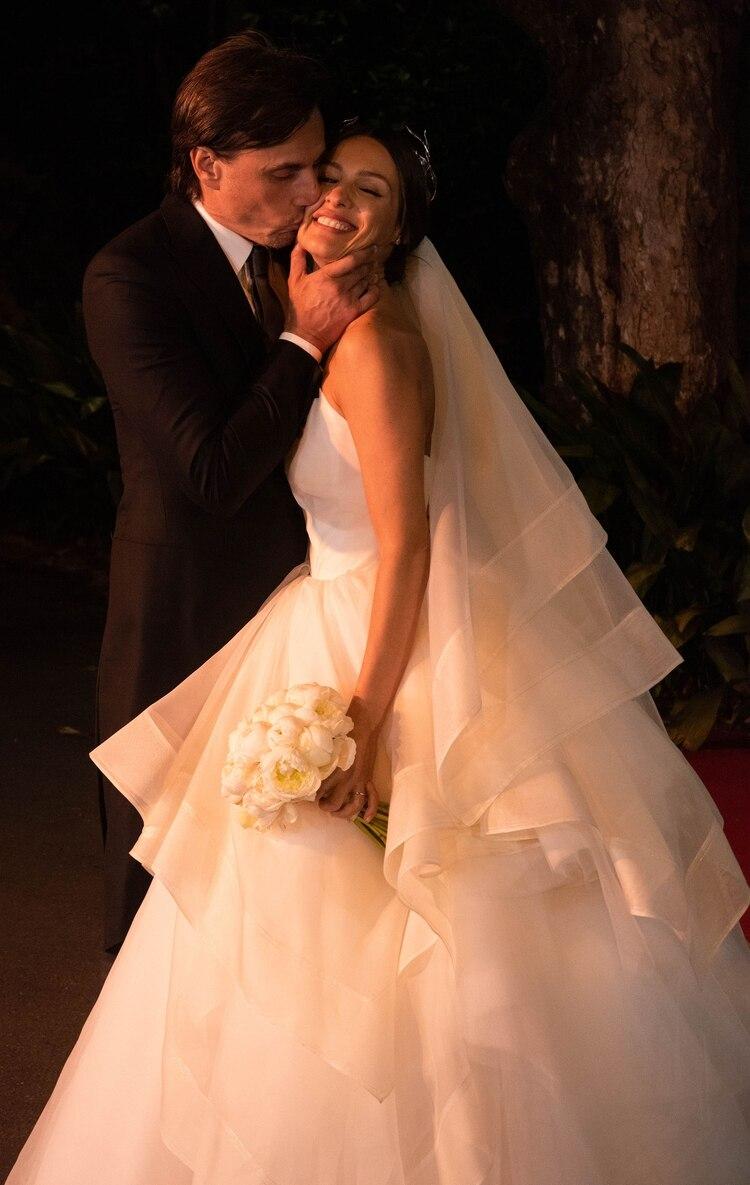 Fue amor a primera vista. A los tres meses de noviazgo, decidieron formalizar la relación y construir una familia ensamblada