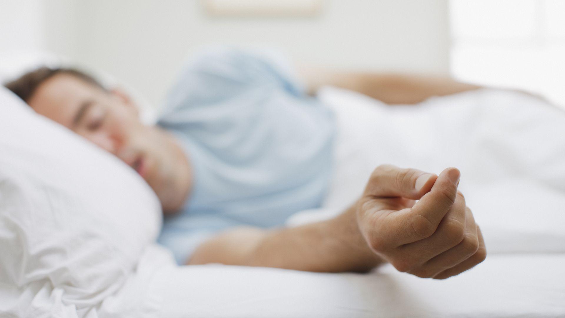Una nueva investigación proporciona la confirmación de que la estimulación manual del nervio vago hace lo que los científicos predijeron: ayudó a las personas a desempeñarse mejor y a sentirse menos fatigados cuando pasaron toda la noche en vela (Getty Images)