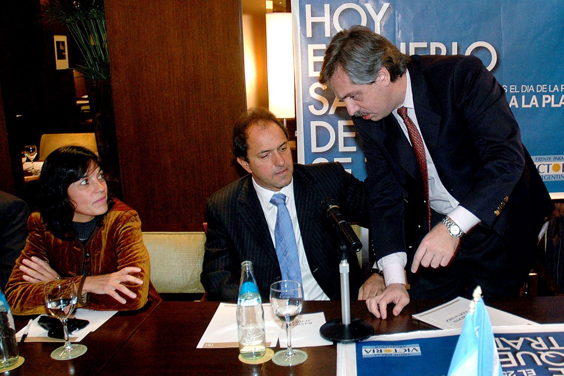 En el 2007 inició su relación con Vilma Ibarra,  hermana del entonces jefe de Gobierno de la Ciudad de Buenos Aires, Aníbal Ibarra. Luego de separarse, mantuvieron un vínculo de confiaza y amistad con la futura titular de la Secretaría Legal y Técnica de la Presidencia.