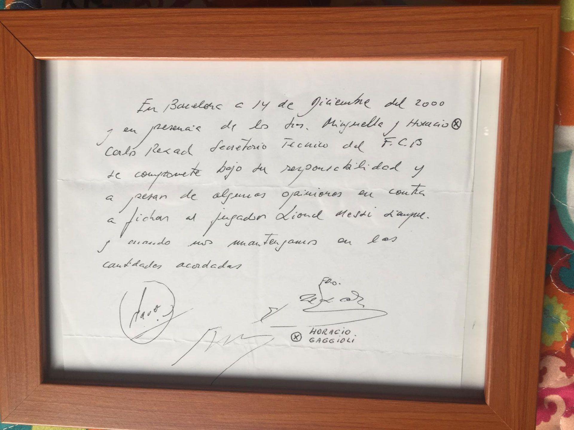 La servilleta con el compromiso que Carles Rexach firmó en nombre del Barcelona para contratar a Lionel Messi