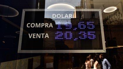 Los valores máximos del viernes último fueron superados en más de 10 centavos por el promedio de las operaciones en el canal minorista (Adrián Escandar)