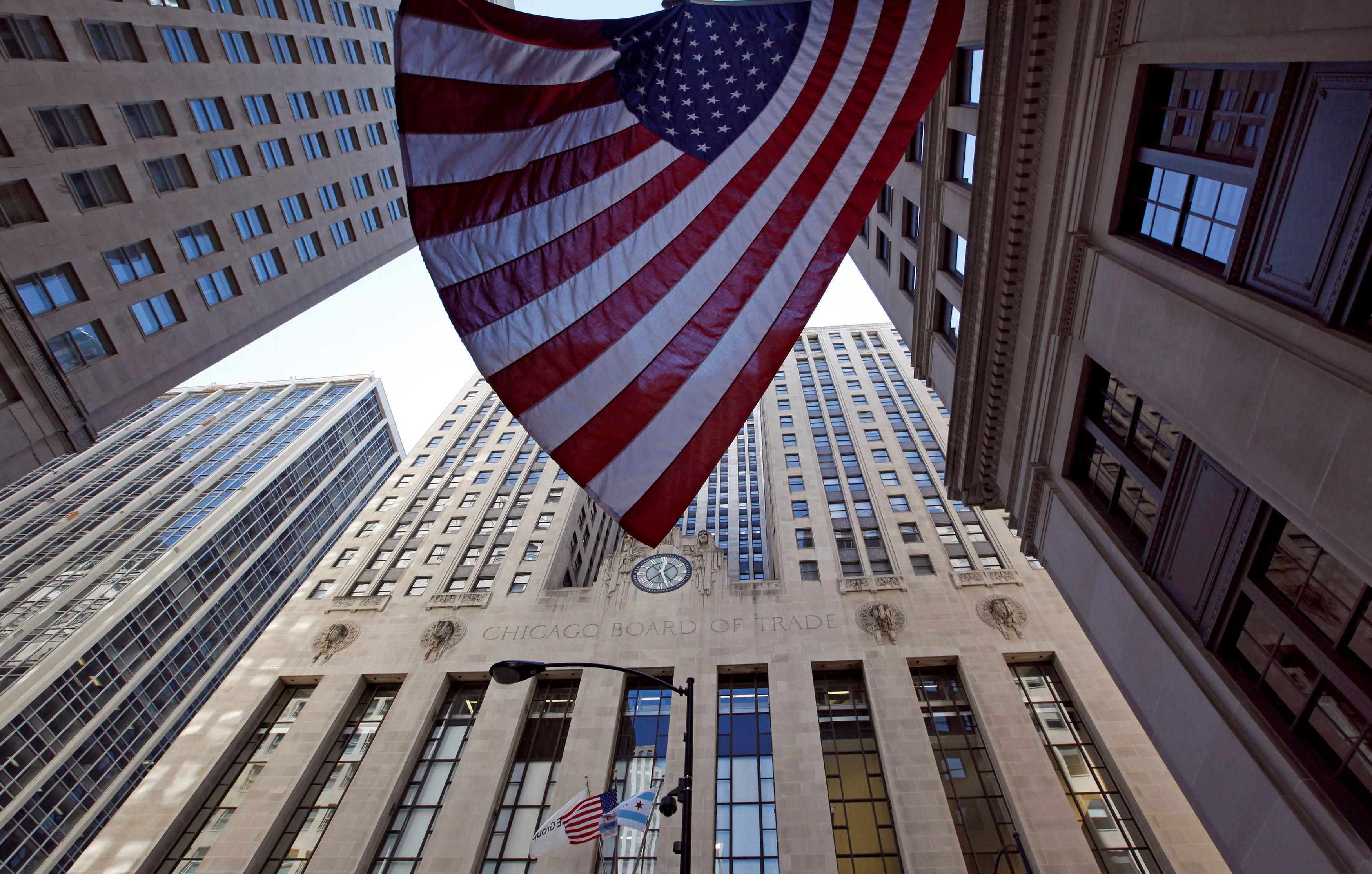 El exterior del Chicago Board of Trade (CBOT), el principal mercado de materias primas agrícolas a nivel global. Foto: REUTERS/Jim Young