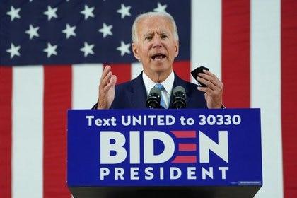 De acuerdo con la publicación, el equipo de Biden cree que AMLO está ayudando a Trump a ser reelecto (Foto: Kevin Lamarque/ Reuters)