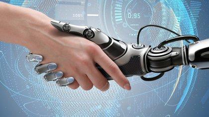 Las máquinas basadas en inteligencia artificial son más rápidas, más precisas y consistentemente racionales; pero no son intuitivas, emocionales ni culturalmente sensibles (Shutterstock)