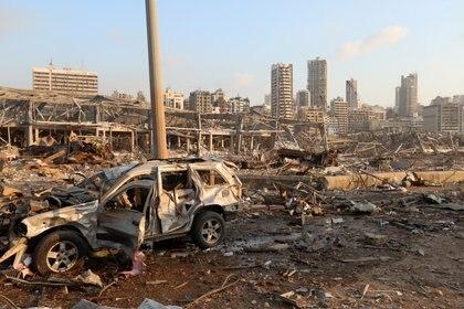 """""""Fue terrible porque sonaban todas las alarmas, era una imagen de una película del fin del mundo, con todos los vidrios rotos"""", relató Marianela  (REUTERS/Mohamed Azakir)"""