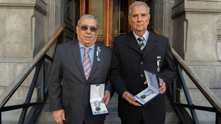 Los suboficiales condecorados Julio Miguel Daverio y Roberto Guillermo Puig