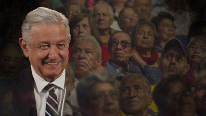 AMLO envió la iniciativa a la Cámara de Diputados el viernes pasado (Fotoarte: Steve Allen/ Infobae México)
