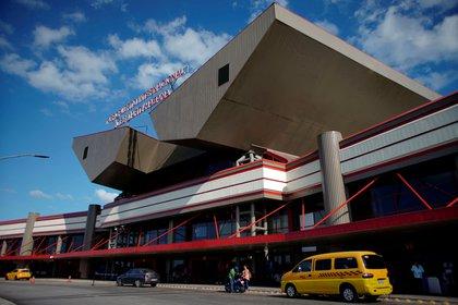 La entrada al aeropuerto internacional Jose Martí en La Habana  (REUTERS/Alexandre Meneghini/File Photo)