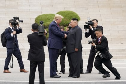 Donald Trump y Kim Jong-un.  REUTERS / Kevin Lamarque / Foto de archivo