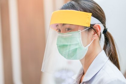 En situaciones de emergencia, el personal de salud tiene que trabajar en situaciones irregulares y en ocasiones atípicas (Shutterstock)
