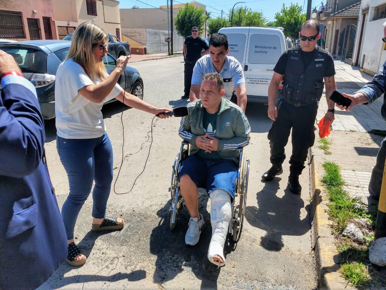 El Pepo con un yeso en su pierna izquierda. El accidente ocurrió hace más de 25 días. Su abogado pidió que sea operado cuanto antes y que le permitan hacer la recuperación en su domicilio