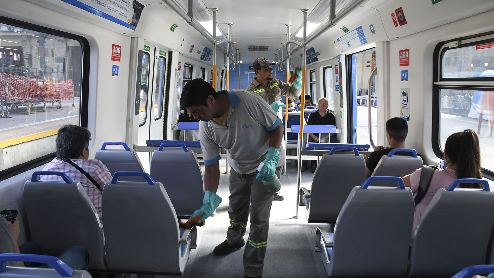 Desde la semana pasada se intensificó la limpieza en el transporte público (Daniel Dabove)