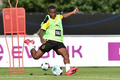 Youssoufa Moukoko empezó a entrenar con el primer equipo del Borussia Dortmund en agosto, con solamente 15 años (Shutterstock)