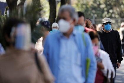 Este 27 de febrero, se aplicaron 73,242 vacunas, dando un acumulado de 2,383,411 dosis (Foto: REUTERS/Carlos Jasso)
