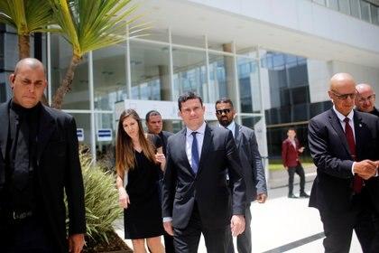 Moro sale caminando del Planalto tras un seminario el 10 de diciembre de 2019 (REUTERS/Adriano Machado)