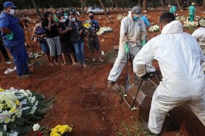 Brasil ya se convirtió en el segundo país del mundo con más infectados por coronavirus (REUTERS/Amanda Perobelli)