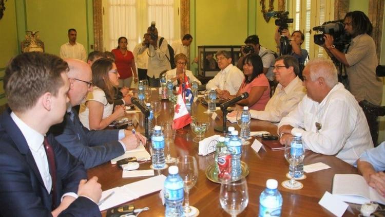 Los cancilleres de Cuba y Canadá, Bruno Rodríguez y Chrystia Freeland, se reunieron en La Habana para tratar la crisis venezolana (@BrunoRguezP)