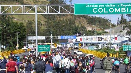 Venezolanos en la frontera de Ecuador (EFE)
