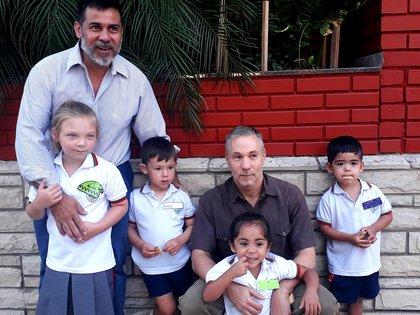 Horacio y Carlos se casaron en el 2018 y son padres de cuatro pequeños: Alma, Ayra, Vincent y Vigo.