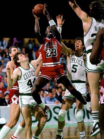 Jordan y una actuación histórica: los 63 puntos es la marca individual más alta en la historia de los playoffs de la NBA