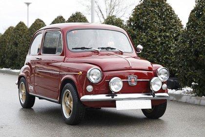 Réplica de un Fiat 600, el auto que quería Lizy Tagliani