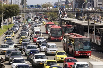 FILE PHOTO: Cars and public buses are seen in a traffic jam along a main street ahead of local elections in Bogota, October 20, 2015. The local elections in Colombia will be held on Sunday October 25 amid outrage over chaotic transport, increased insecurity, dirty streets and corruption in the capital. Picture taken on October 20, 2015. REUTERS/Jose Miguel Gomez/File Photo