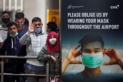 Pasajeros en un aeropuerto de India (Reuters)