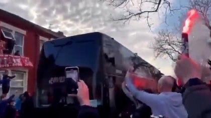 Apedrearon el autobús del Real Madrid en la previa del duelo ante el Liverpool