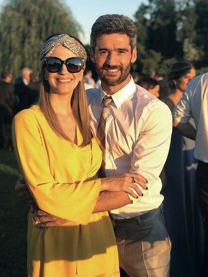 marcela y Fernando están súper ansiosos esperando la llegada del hermano de Juana