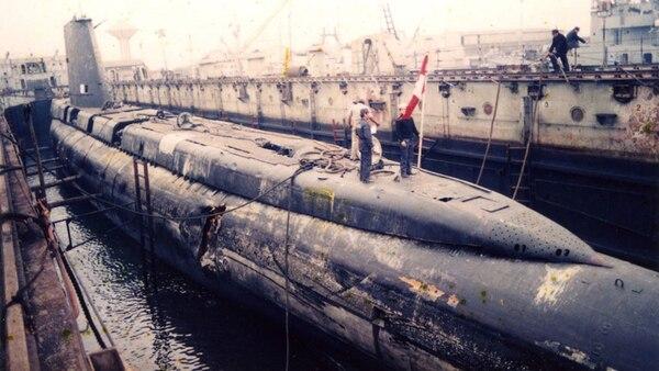 El submarino peruano Pacocha fue impactado por un barco atunero japonés en 1988