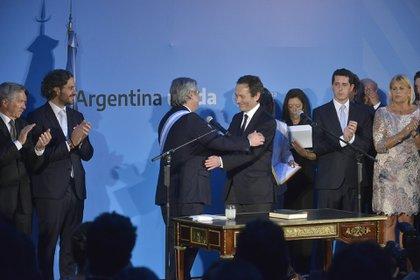 El presidente argentino, Alberto Fernández, y su candidato Gustavo Béliz el día que el mandatario asumió el poder, en diciembre de 2019 (Gustavo Gavotti)