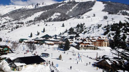 La ciudad de Bariloche ya recibió su primera nevada en plena cuarentena y en un contexto dominado por la incertidumbre