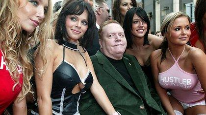 Flynt, rodeado de sus actrices porno