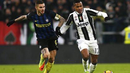Alex Sandro podría ser la clave para que Juventus fiche a Marcelo, tras el pedido de Cristiano Ronaldo (AFP)