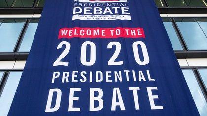 Vista de los preparativos del primer debate presidencial de EE.UU. entre Donald Trump y Joe Biden, en Cleveland, Ohio (EE.UU.), este 28 de septiembre de 2020. EFE/Michael Reynolds