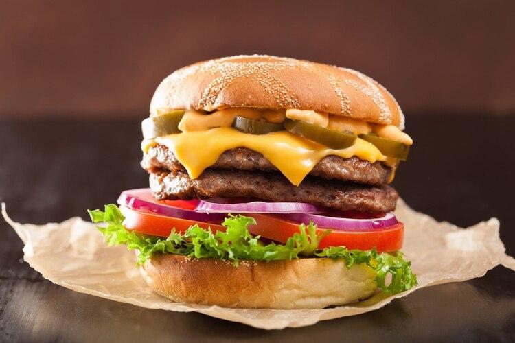 """La hamburguesa: el gran """"cuco"""" relacionado con el síndrome urémico hemolítico. Siempre se la ha asociado con la enfermedad."""