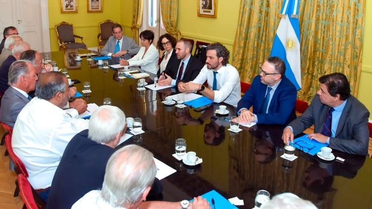 El gabinete económico se reunió el 20 de febrero en la Casa Rosada con empresarios y sindicalistas para hablar sobre las negociaciones con el FMI
