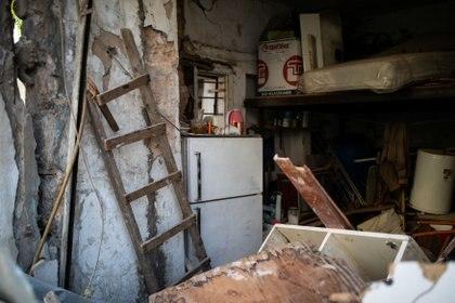 Los restos de una casa que fue dañada por una explosión en el puerto de Beirut, se encuentran en el barrio de Karantina, Beirut, Líbano, el 12 de agosto de 2020.